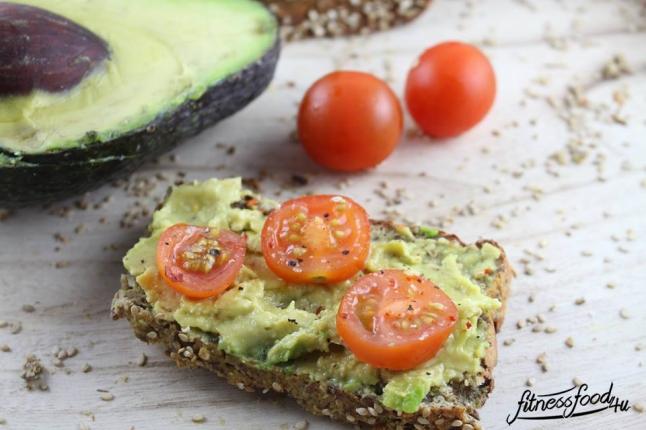 lowcarb_Mandel-Sesam-Brot_Avocado-Tomate